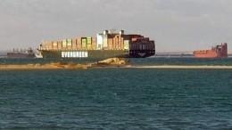 Семимильными шагами: более сотни судов должны пройти заночь поСуэцкому каналу