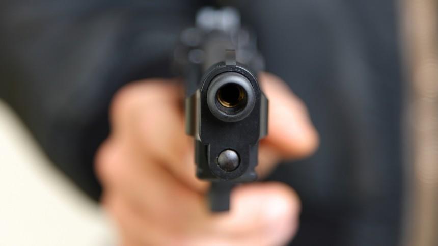 Открывший стрельбу вПодмосковье отпустил дочь ивнука, оставив одного заложника
