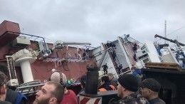 Видео: насудостроительном заводе под Петербургом перевернулся корабль