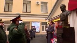 Замминистра обороны РФоткрыл бюст генералу Хрулеву вПетербурге— видео