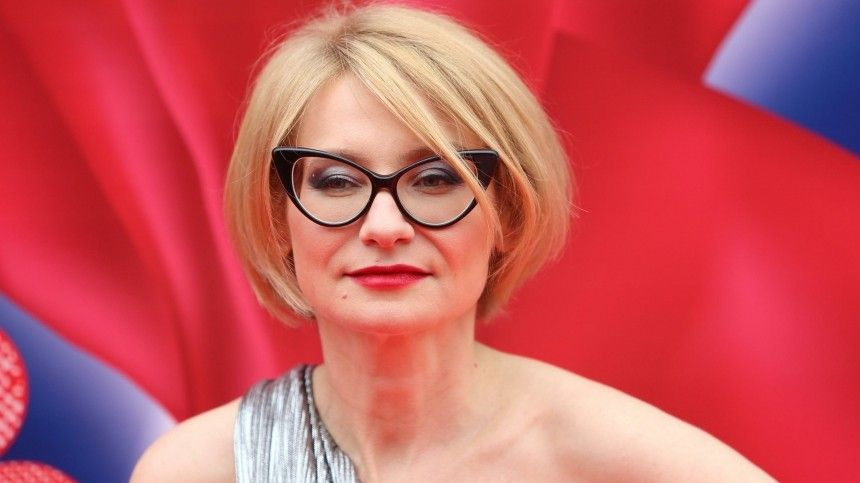 Эвелина Хромченко назвала самый актуальный головной убор лета-2021