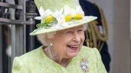 Пошутила: Елизавета II предложила своим пилотам «погоняться зарусскими»