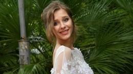 «Спина белая!»— вДень смеха Арзамасова выбрала соблазнительное мини— фото
