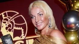 Поулицам слона водили: Волочкова нашпагате прокатилась попарку Москвы
