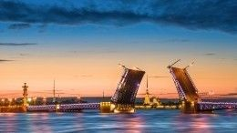 Подсветку Дворцового моста вПетербурге сменили насинюю вподдержку людей саутизмом