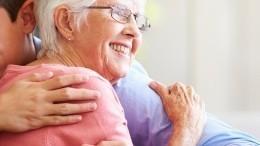 Фото: обрадованная встречей ссыном 98-летняя бабушка покорила пользователей сети
