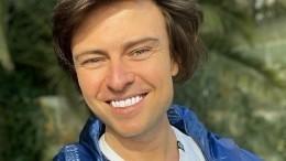 «Зубки вставные, парик»: молодящегося Шаляпина раскритиковали зановый образ