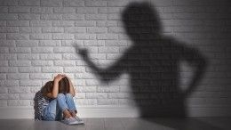 Держала напривязи инекормила: мать жестоко издевалась над дочерью под Ростовом