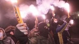 Видео: радикалы устроили шабаш сфаерами уздания российского консульства вОдессе