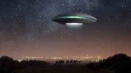 Пенсионерка изБритании показала «сына» отинопланетянина— видео