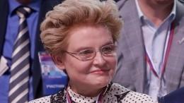 «Счастливая бабушка»: Елена Малышева показала всех троих внуков