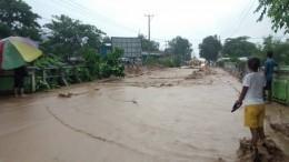 Более 50 человек погибли врезультате наводнения иоползней вИндонезии— видео