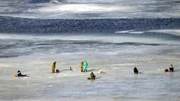 Бесстрашные сахалинские рыбаки вышли натонкий лед ради улова