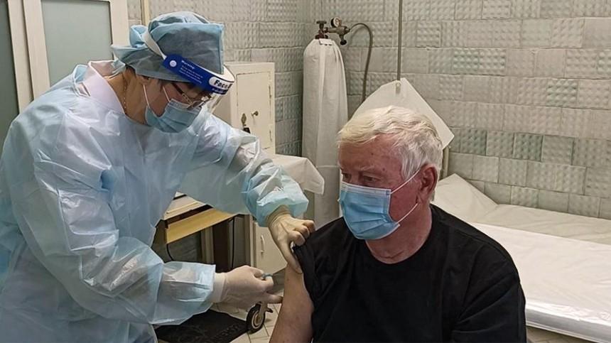 ВСамаре вакцинировался откоронавируса Герой России Александр Баранов