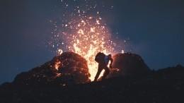Туристов срочно эвакуировали свулкана вИсландии