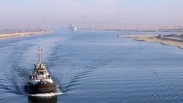 Еще один: танкер сел намель вСуэцком канале иперекрыл его