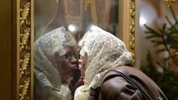 Священнослужитель рассказал, вкаком случае нельзя целовать иконы наБлаговещение
