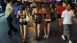 Бразильские проститутки потребовали вакцинировать ихвместе сврачами