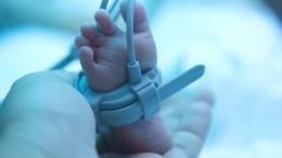 «Что-то спозвонками»: мать рассказала осостоянии девочки, которую чуть неугробила няня