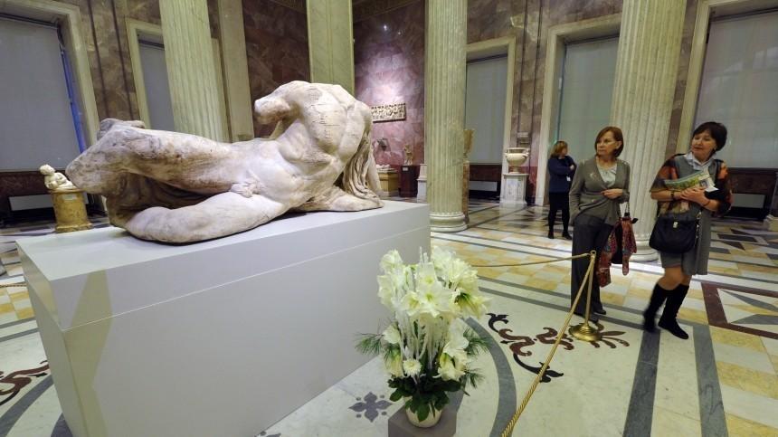 Эрмитаж получил жалобу наплохо влияющие надетей обнаженные скульптуры