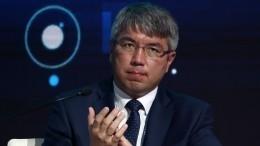 «Бурятская смекалка»: губернатор соорудил «компьютер» изстула ипортфеля для совещания