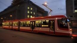 Огненное шоу сучастием трамвая вцентре Петербурга попало навидео