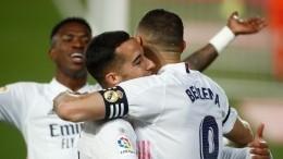 «Реал Мадрид» обыграл «Барселону» ивозглавил таблицу чемпионата Испании пофутболу