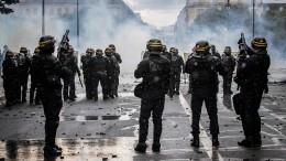 Порочный круг: Как действия властей стран ЕСухудшают показатели поCOVID ипровоцируют протесты