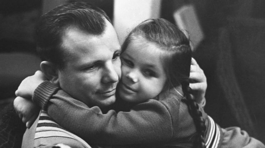 «Прыгнула наспину»: дочь Гагарина рассказала онападении рыси наотца
