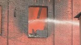 Пожар на«Невской мануфактуре»: огнем охвачены два здания, пожарных вывели