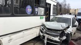 Неуправляемый автобус снес 11 автомобилей вРязани— видео момента