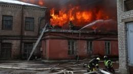 Названа возможная причина пожара на«Невской мануфактуре»— видео
