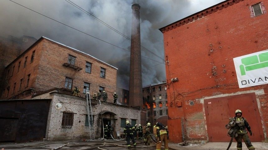 Огонь с«Невской мануфактуры» перекинулся натретье здание