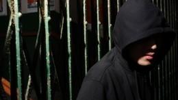 Переоделся иоставил пистолет: видео побега подозреваемого вубийстве «вора взаконе» вМоскве