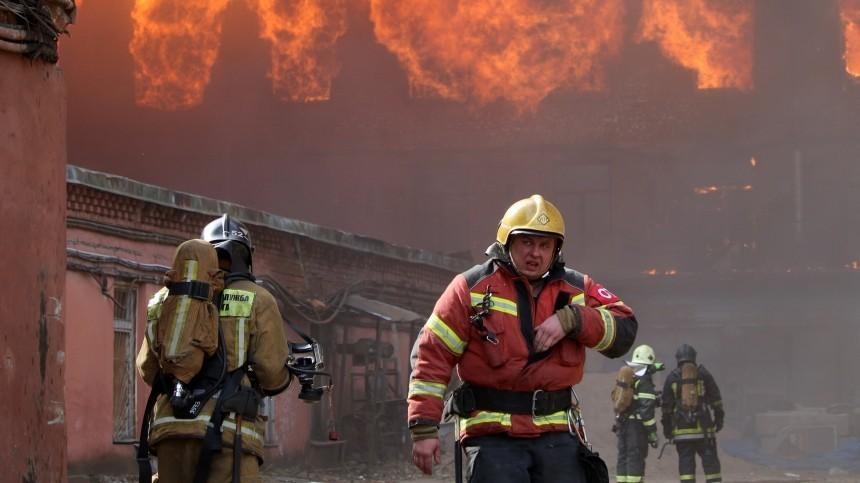 Путин наградил пожарных, работавших при тушении «Невской мануфактуры»