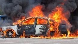Автомобиль вспыхнул после огненного дрифта вПетербурге— видео