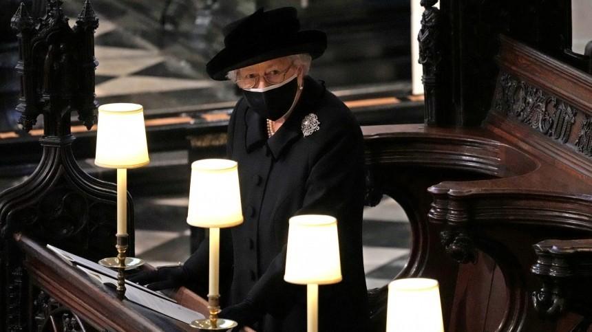 Тайное послание? Что означает брошь Елизаветы II, которую она надела напохороны Филиппа