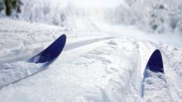 Видео: Лыжник насоревнованиях врезался вдерево иумер наКамчатке