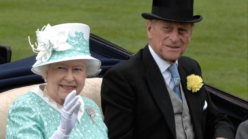 Елизавета II показала редкое фото спринцем Филиппом вдень его похорон