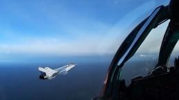 Российские истребители МиГ-31БМ отработали уход отатаки противника— видео