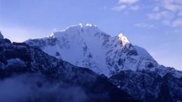 Троих россиян-экстремалов обнаружили наодной изсамых опасных вершин вГималаях