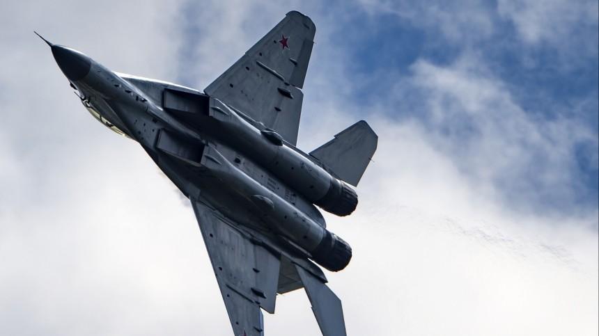 ВКС России уничтожили вСирии укрытия сдвумя сотнями террористов итехникой