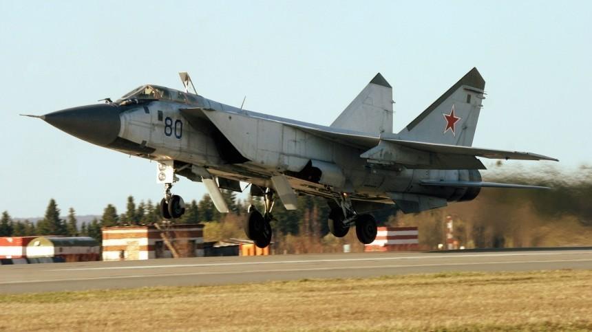 Сверхзвуковой самолет МиГ-31 экстренно сел вПерми