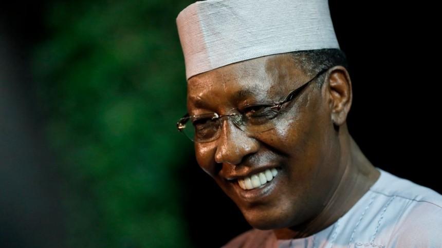 Шестому небыть: президент Чада скончался отбоевых ран вдень победы навыборах