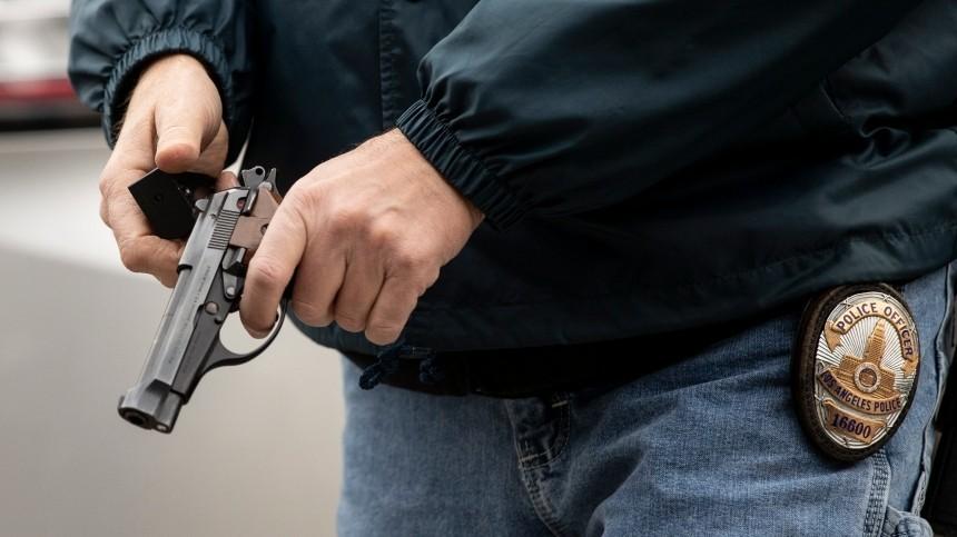 Американский коп застрелил 16-летнюю негритянку заминуту довердикта поделу Флойда
