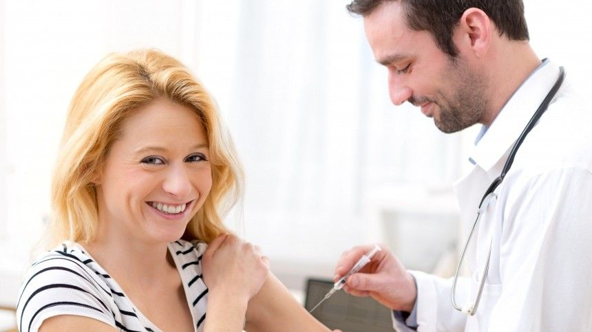 «Косяки» запрививки»: ВСША прошедшим вакцинацию людям выдают марихуану