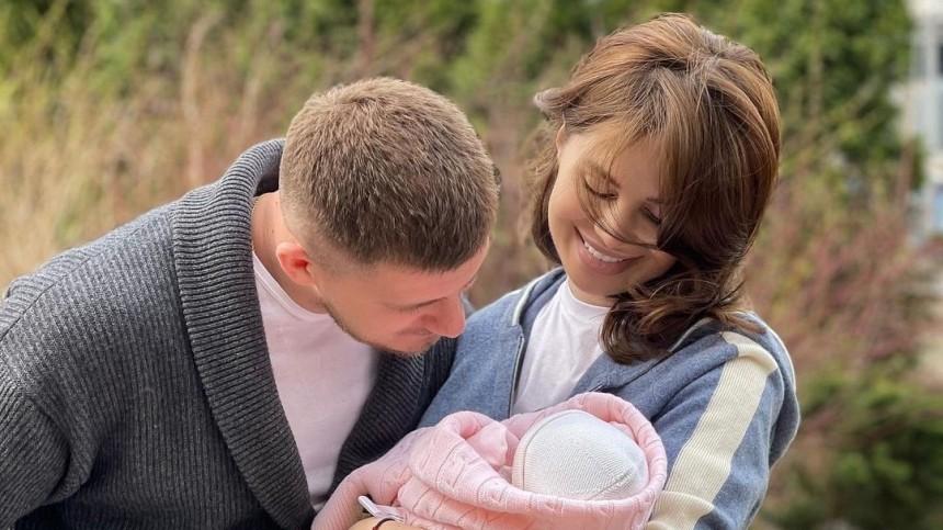 Бросил беременную: всети осудили певицу Алексу, родившую отушедшего изсемьи мужчины