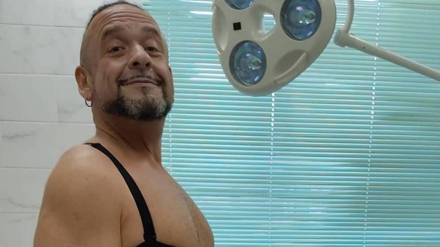 Александр Морозов показал огромные складки нателе после удаления части желудка