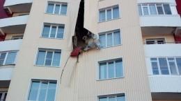 Новостройка буквально треснула пошвам вУсть-Каменогорске— шокирующее видео
