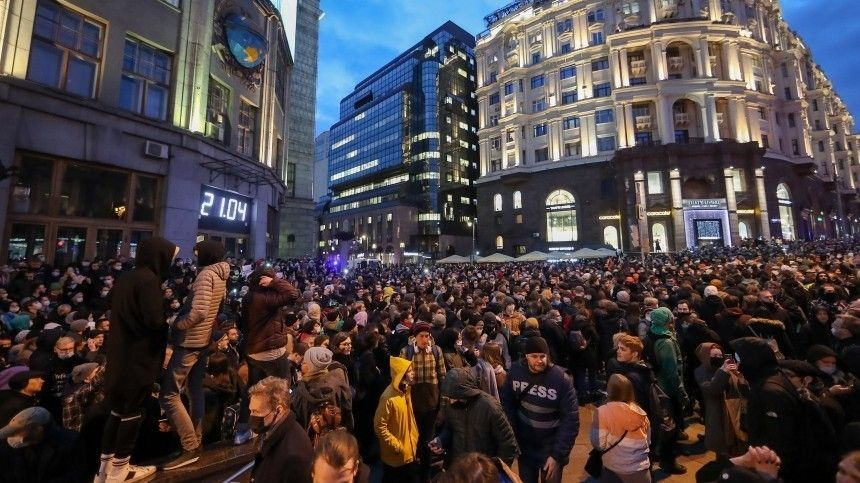 ВМВД заявили, что внезаконной акции вМоскве участвуют около шести тысяч человек
